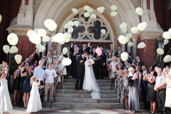 Southern-weddings-balloon-release1