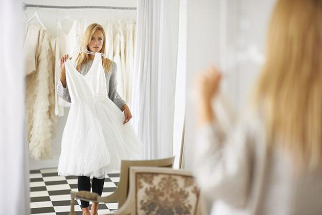 Things-to-Bring-Wedding-Dress-Shopping-NEW