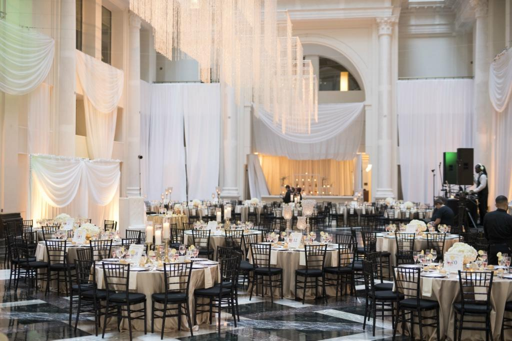 Elegant Wedding At The Atrium Curtis Center Cescaphe Events Group Philly In Love Philadelphia Weddings