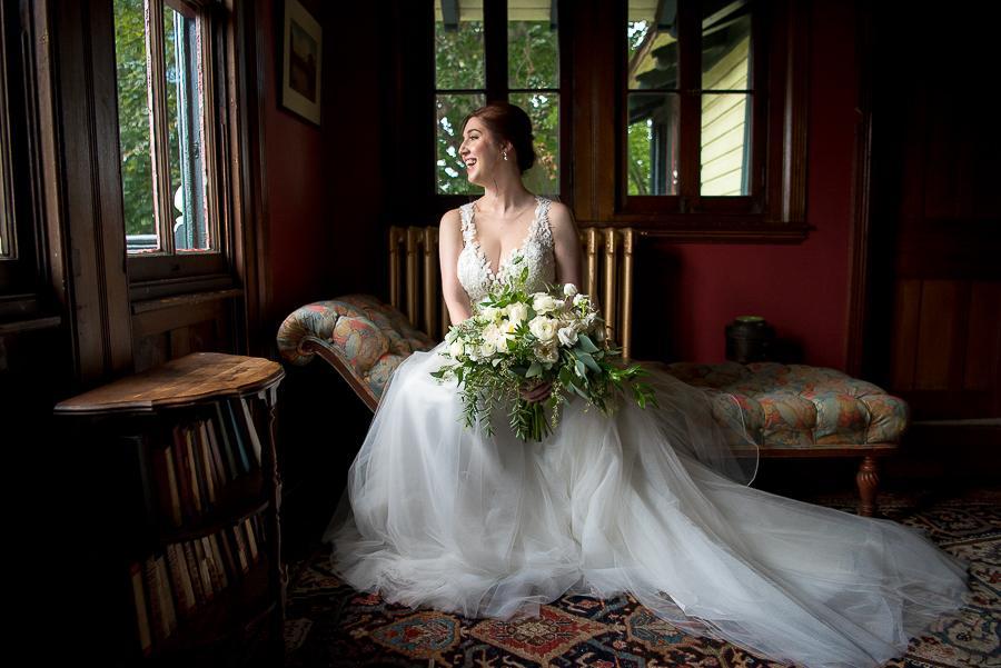 kunda photography, bride posing in light