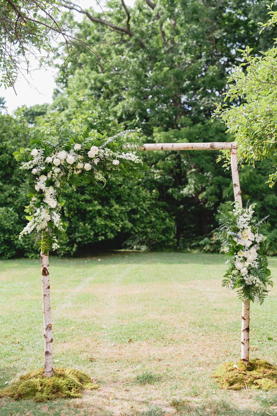 8 Swoon-Worthy Flower Wedding Arches | Philly In Love