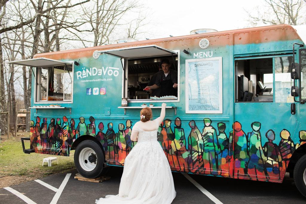 Sustainable Food Truck Wedding At Buckingham Friends Meeting House Gleam Sustainable Events Philly In Love Philadelphia Wedding Blog Venues Vendors