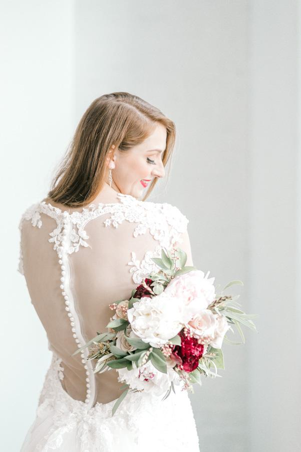 Model with bouquet from myrtle and magnolia