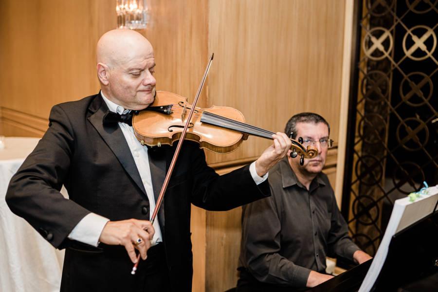 live band play at wedding
