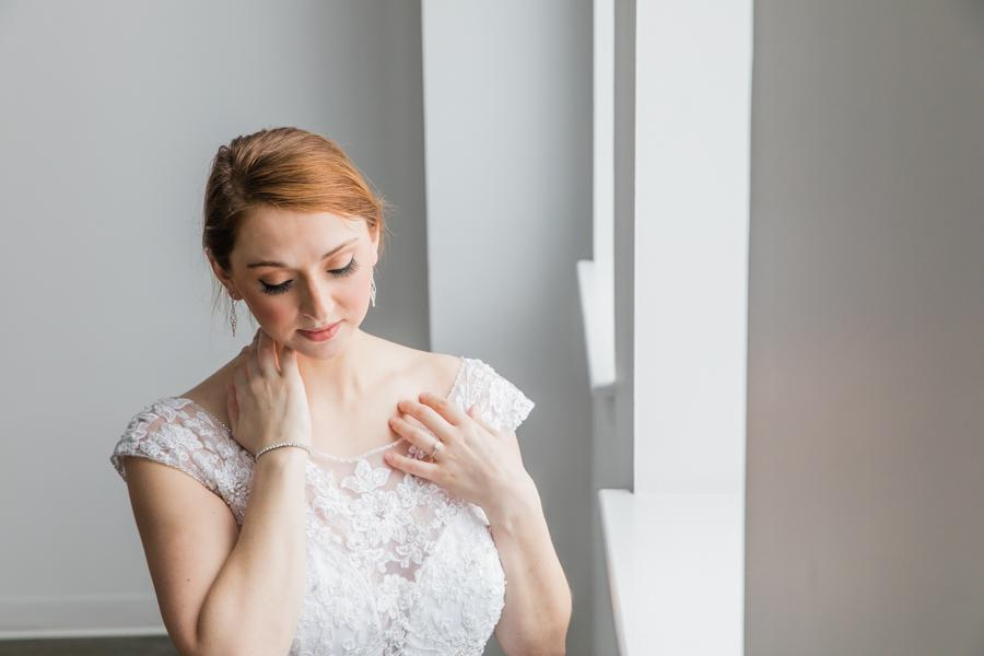 bride wearing natural makeup by Dolly Marshall