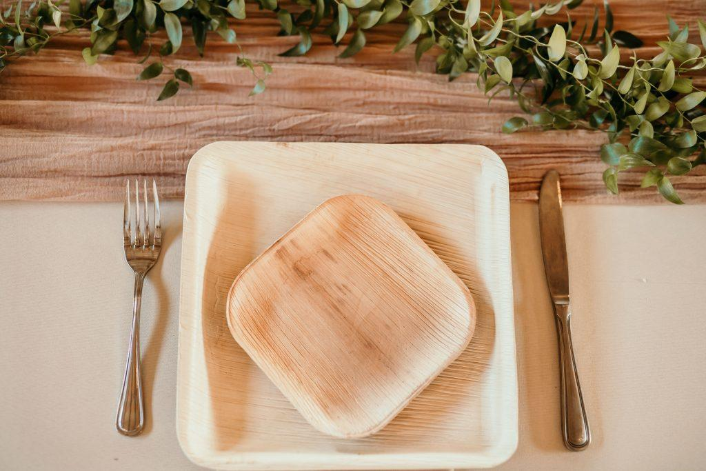 recyclable plates on wedding reception table