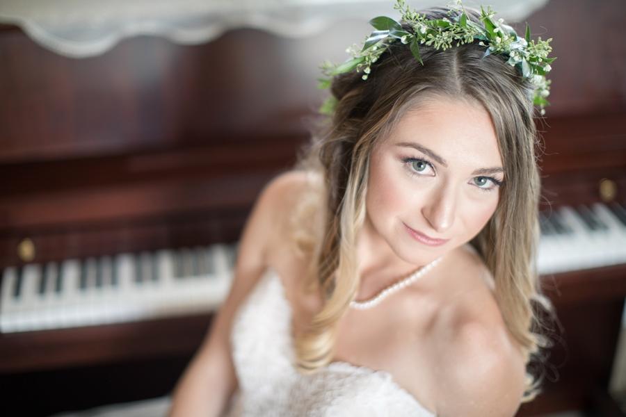 bride poses on piano