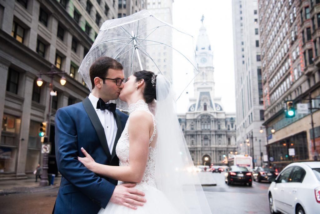 kimberly kunda photography, bride and groom on broad street