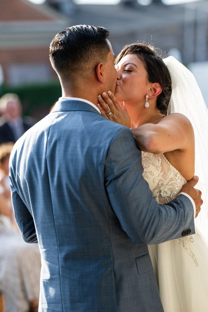 first kiss, penn oaks country club wedding