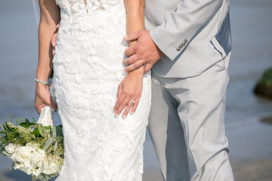 wedding couple and ring with bouquet