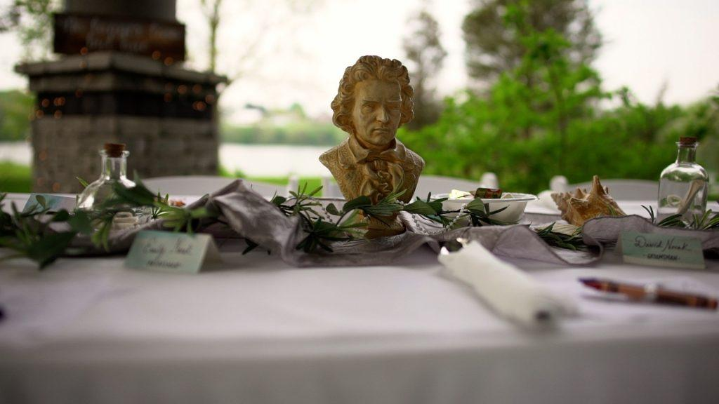 wedding table decor featuring a miniature bust of Beethoven